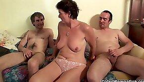Mummy enjoys anal sex and jizz flows