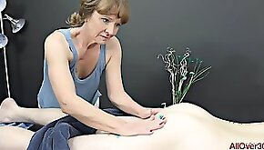 Experienced masseuse Cyndi Sinclair sucks cock every once in a while instead of doing her job