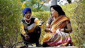 Boy Massags Hot Aunty In park hot video
