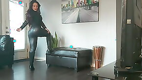 Some sexy fan showing her tight leather ass!!!