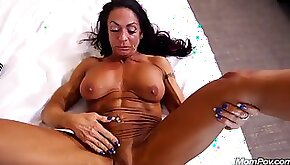 Muscle milf anal
